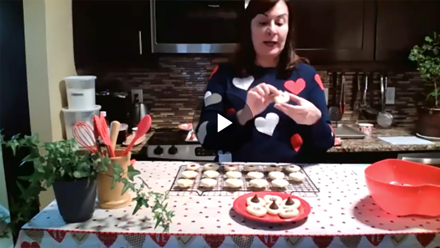 Maria Gallardo-Williams baking cookies ion the kitchen video shot by C&EN Kitchen Chem Webinar Series