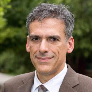Professor Rigoberto Hernandez Headshot